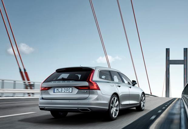 """Кажете """"здрасти"""" на едно от най-готините комбита. Volvo V90 – официална премиера"""