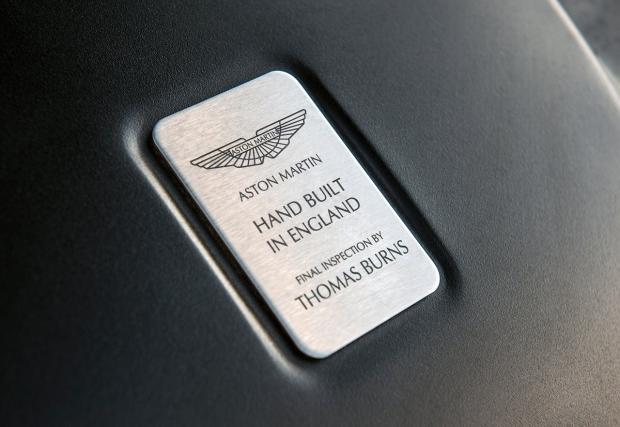 Aston Martin атакува Tesla