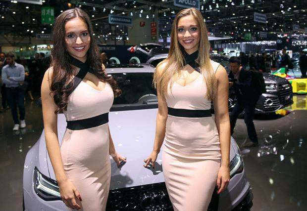 Готина галерия с готини дами - хостесите от автомобилния салон в Женева