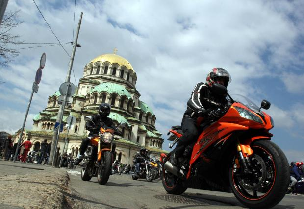 Мотористите се вдигат на протест срещу задължителната застраховка ГО. Датата е 13 април