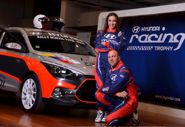 Алекс Раева в ролята на навигатор. Състезанието е Hyundai Racing Trophy