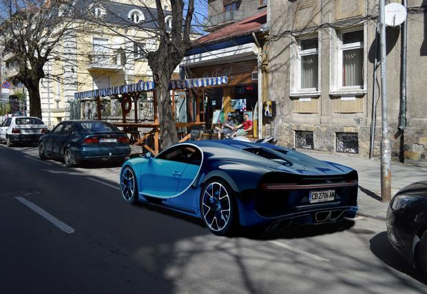 Щракнаха Bugatti Chiron в центъра на София...на 1-ви април.