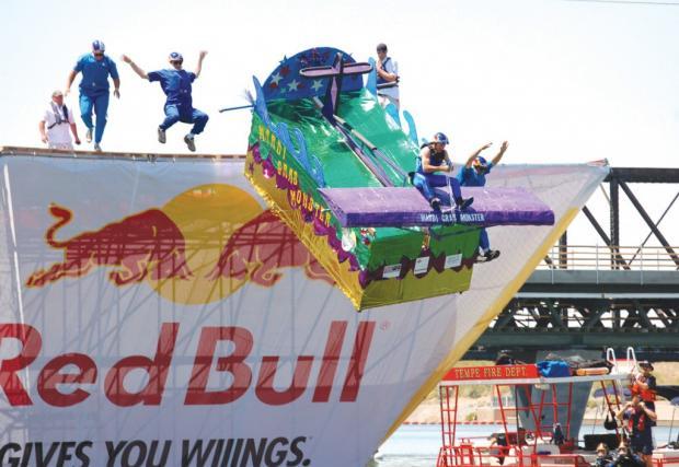 Red Bull FLUGTAG: лудите глави ще се приземят във водите на Варна!