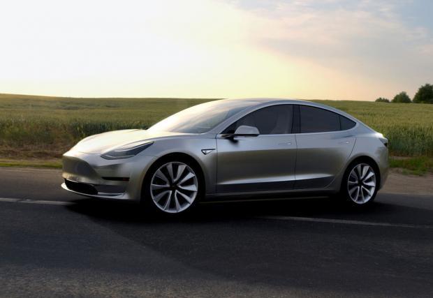 Tesla получи рекордните 325 000 поръчки за Model 3, за една седмица