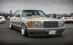 """Merc S-Class W126 """"за шефа на Якудза"""". Чист и оригинален, като изключим стойката и джантите... """"Да"""" или """"не""""? Галерия"""