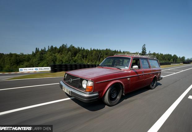 Едно уморено Volvo 245 DL. С двигател от Toyota Supra и над 1000 коня