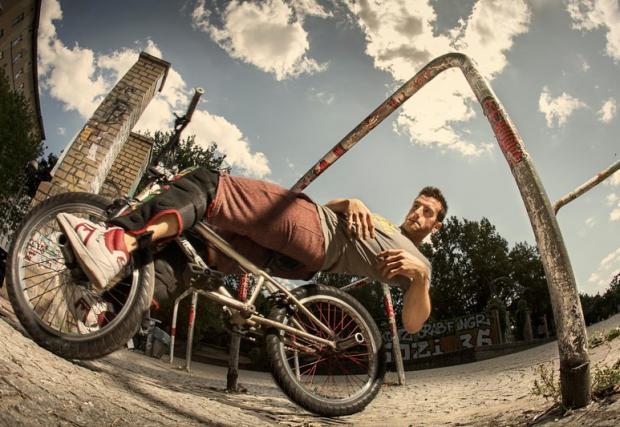 Да караш BMX, като никой друг. Ърбън фристаийл байк култирата среща паркура. Тим Нол е страхотен! Видео