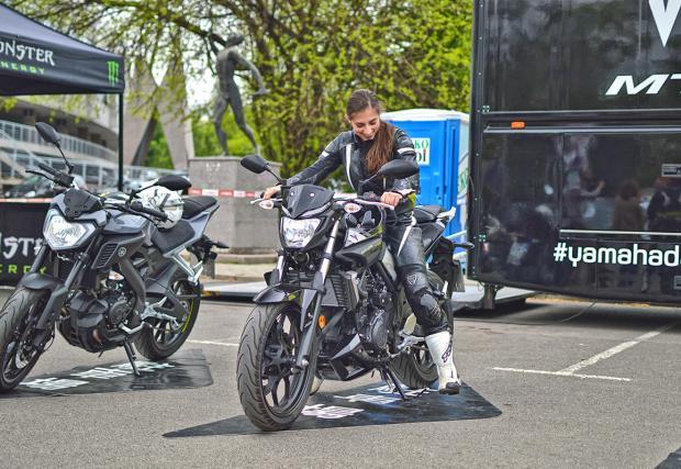 """Yamaha MT Tour 2016: покарахме MT-тата, може да ги пробвате и вие. Керванът е пред националния стадион """"Васил Левски"""" до утре, включително. Стабилна галерия"""