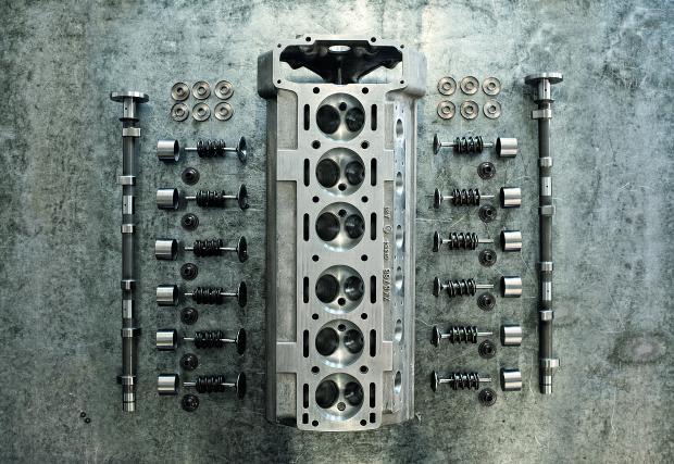 Jaguar минава на редови 6-цилиндрови мотори от 2017