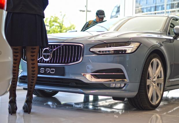 Добре дошли. Volvo V90 и S90 пристигнаха у нас. Колите са страхотни, особено комбито. Галерия от представянето
