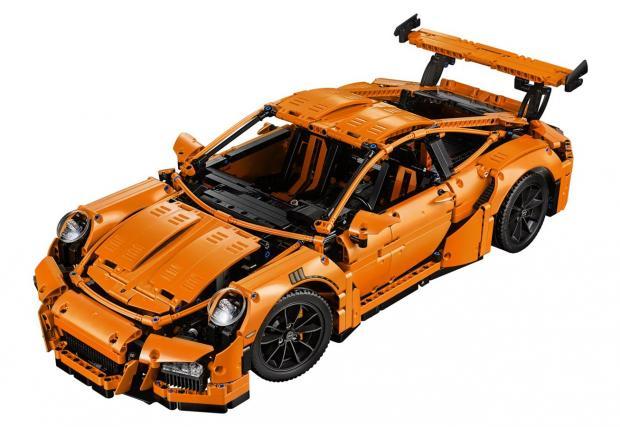 Мега подарък за 1 юни: Lego Porsche GT3 RS с 2704 части и работеща PDK кутия