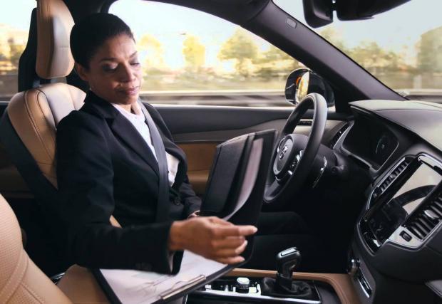 Volvo започва тестове на коли без шофьори във Великобритания