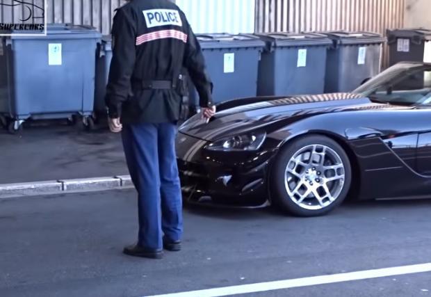Въпрос към вас: да караш 8,4-литров V10 и да минеш през тунел с 50, на 6-та. Грехота ли е? Полицията в Монако го налага