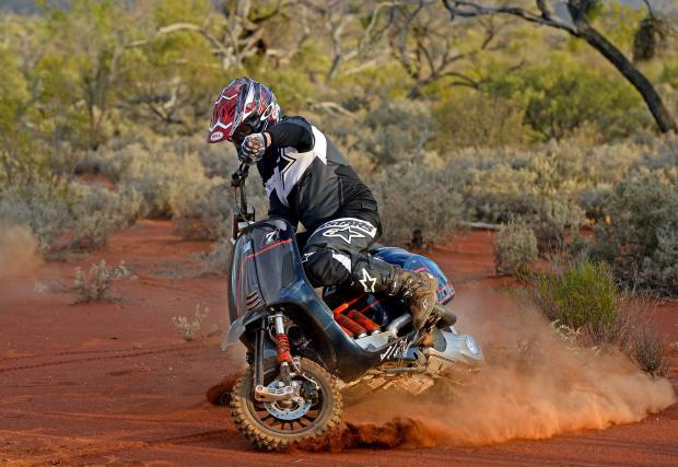 Vespa Desert Racer? Даааа, това е може би най-откаченият скутер, който сме виждали. Галерия