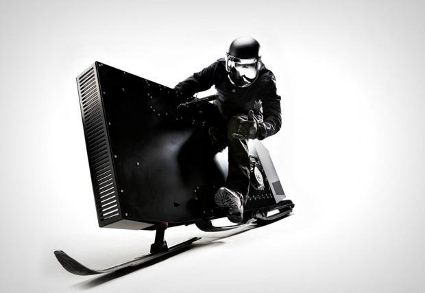 SnoPeg е хипер откачен снегомобил, който прилича на външен твърд диск. Видео