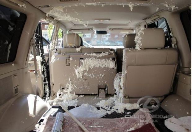 Как да съсипеш Lexus LX 470? Като взривиш флакон с полиуретан в него
