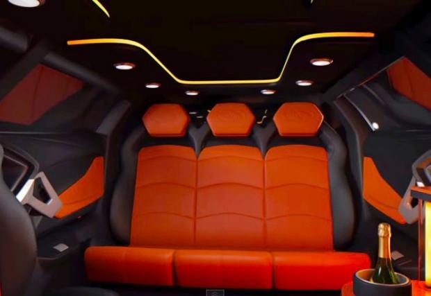 Автобусът Lambo Aventador е само със задно. Супер