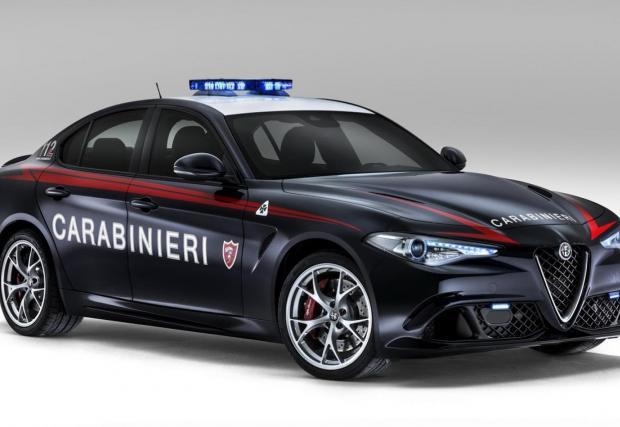 Alfa Giulia за италианските ченгета. Да те преследват със стил и 510 коня