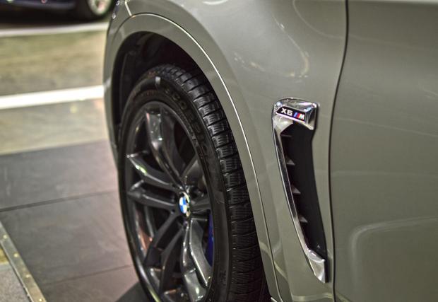 Фото гид към изложението на BMW: Слънцето изгря и се метнахме в EXPO центъра за да видим моторетките на BMW. Имаше и коли. Но по-скоро гледахме моторите