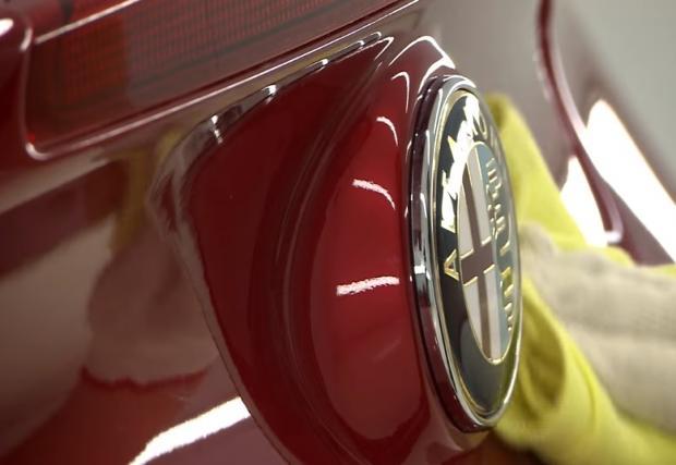 Как се прави: една от най-скъпите коли с 1,8-литров мотор в момента. Красивата Alfa 4C. Видео