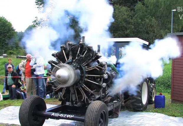 Шумна видео илюстрация на понятието руска машина: 30-литровият радиален мотор АШ-62ИР