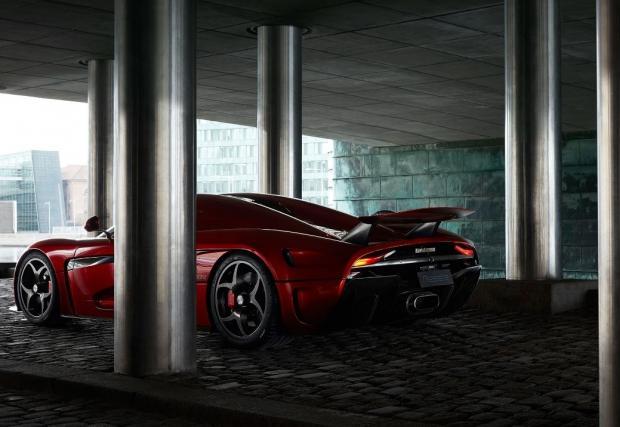 4K видео на изумителният Koenigsegg Regera от Женева. Мечтаем...