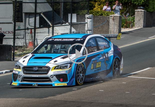 Subaru WRX STI с 600 коня и друга машина зад волана - Марк Хигинс. Счупиха рекорда за обиколка на о-в Ман. Видео