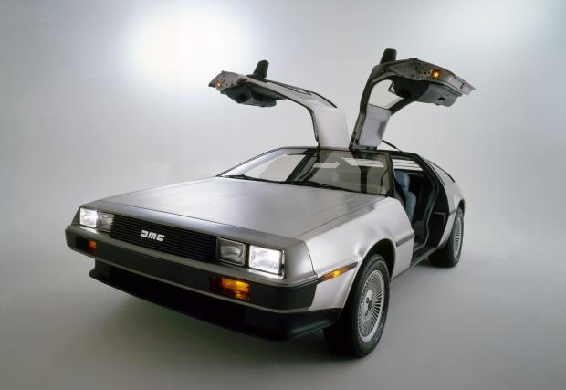 DeLorean DMC-12 се завръща в бъдещето. Колата отново в производство, но двойно по-мощна. Така, така...