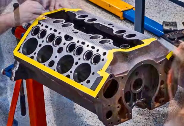 """Таймлапс: """"забързаната"""" реконструкция на Ford V8. Шест дни и 40 000 снимки, сбити в 6-минутно видео. Ме-га!"""