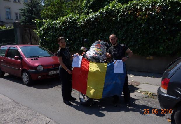 Две години, 5 континента, 87 държави и над 100 000 км. Готините Флорин и Диана от Румъния поставят околосветски рекорд с мотоциклет