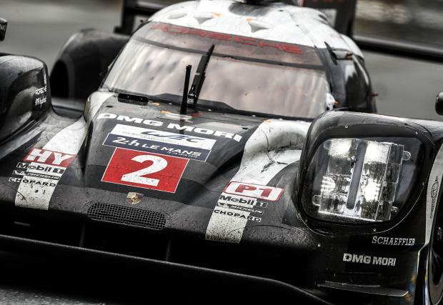 "Епичен финал на ""24-те часа на Льо Ман""! Porsche спечели след повреда на Toyota в последната обиколка!"