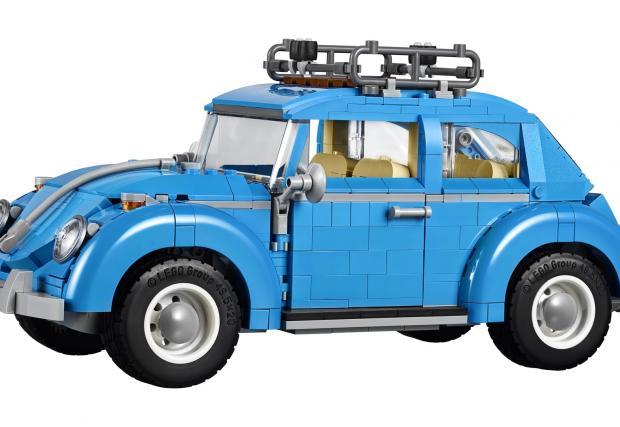 Lego отново разцепва. Този път с VW Beetle. Частите са 1167