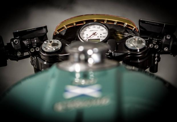 BMW DBR9: баварски Aston Martin. A? Хмм, Nine T в чест на британците? Стана сложно...