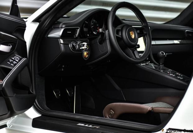 Фотосесия: Porsche 911 R в детайли, с мега разцветката в стил Carrera RS 2.7
