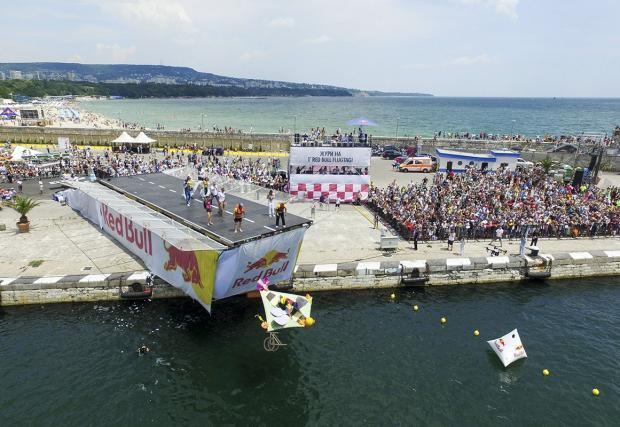 Red Bull Flugtag купонът във Варна бе як. Галерия и резултати