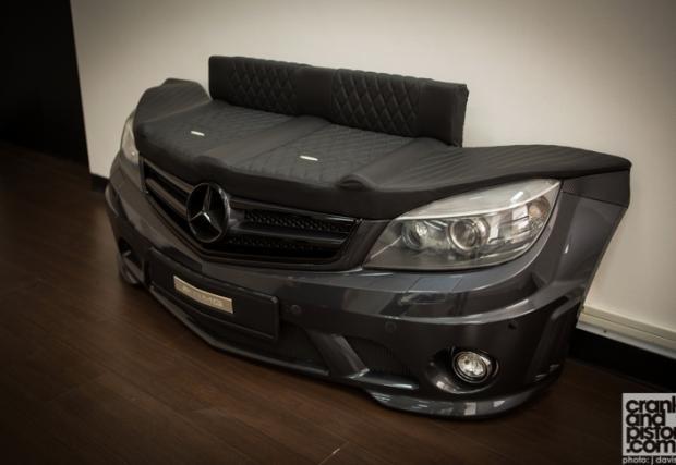 Не ни пука колко струва - купуваме! Merc C 63 AMG диван