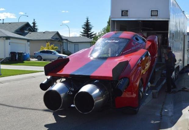 Няма нищо за гледане. Освен Ferrari Enzo с два турбо-реактивни мотора Rolls-Royce и максимални 650 км/ч…