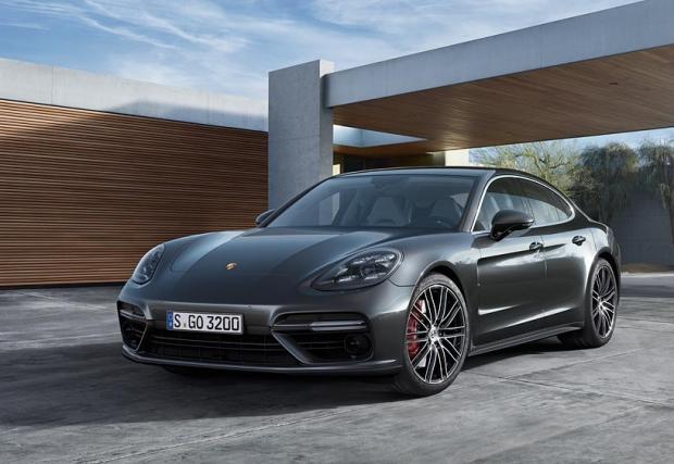 Porsche Panamera Turbo печели титлата за най-як заден спойлер. Няма място за спорове. Видео