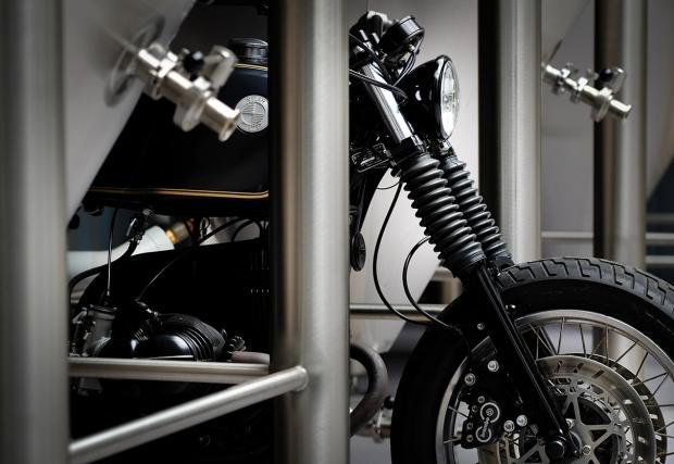 Един мотоциклет, направен според немския закон за чистотата на... бирата. Dust Custom Motorcycles BMW R 100 R отвори пивоварна