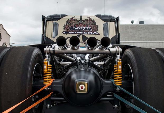 Боговете сигурно са полудели или ако Батман беше тираджия. Scania Chimera потриса с 6 турбини, 2190 коня и 4,6 до сто
