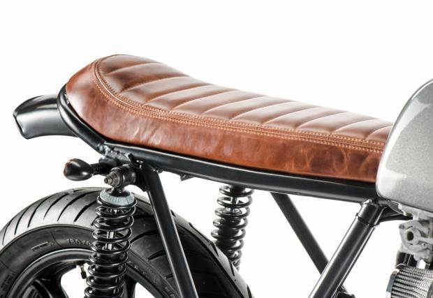 Минимализъм на макс. Един от любимите ни къстъм байкове. Прекрасна Yamaha XS750 от Холандия