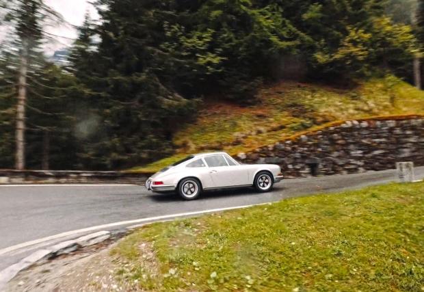 9 Porsche-та, 20 планински прохода, Италиански и Швейцарски Алпи... Това видео е магия...