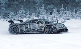 Pagani Huayra BC на лед. Със 750 коня? Става ли? Лесна работа, когато си тест пилота на марката. Видео