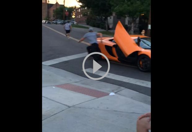 Скейтър чупи предното стъкло на McLaren. Не е за пример, но... Видео