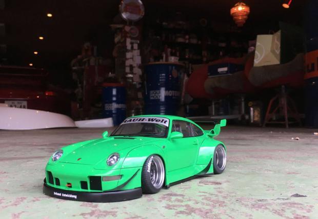 Малко, но от сърце: култовото RWB Porsche 993
