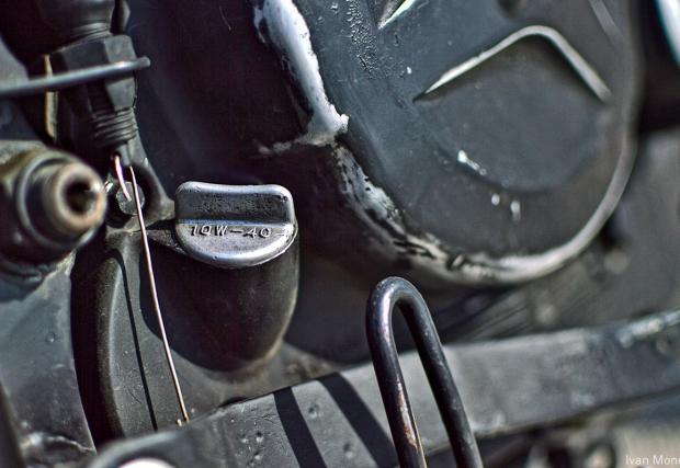 От балета към моторите. Suzuki DR BIG Scrambler от ToshiMoto Garage