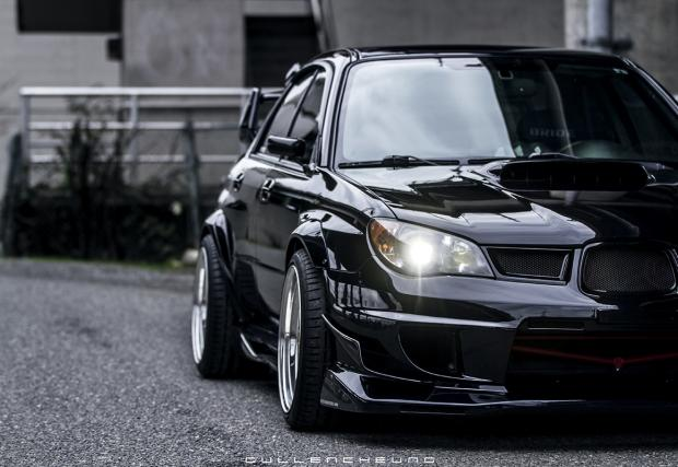 Едно прекрасно Subaru WRX STi, заснето както трябва. Галерия