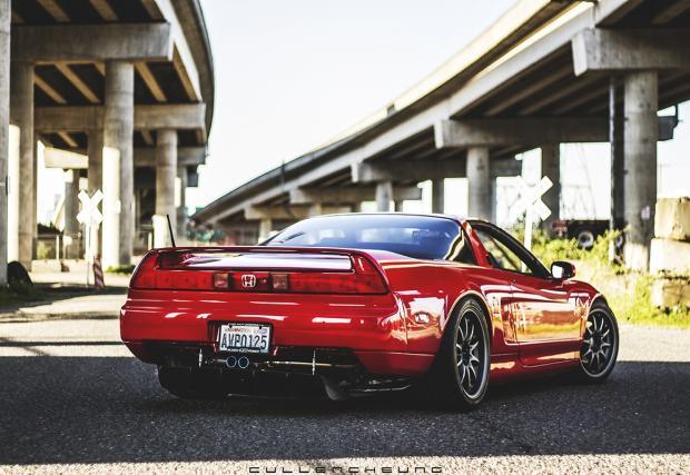 Носеща духа на Сена: 1995 Honda NSX-T в епичното Formula Red