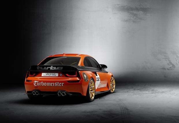 BMW боядиса 2002 Hommage в оранжево и го нарече Turbomaster