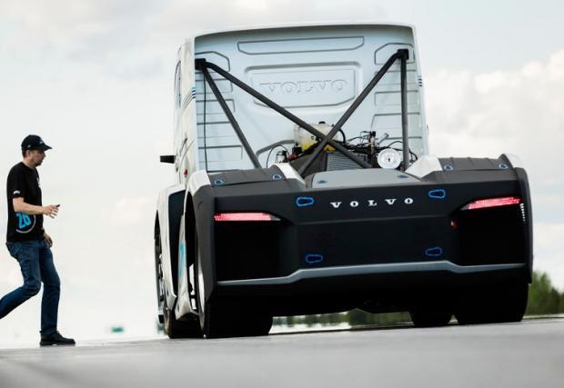 Това (вероятно) е най-бързият камион в света. \